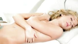 Blond hottie is sexually fingering the vagina